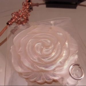 Hand carved Shell Rose/leather Necklace. L35-2